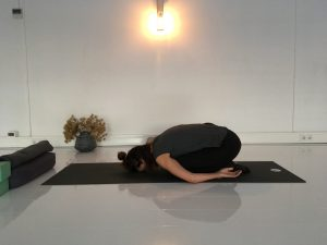yin-yoga-sessie dankbaarheid-childs pose